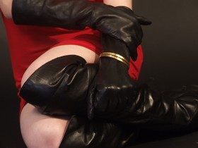Girl-in-leather-gloves-and-leather-jacket