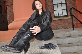 girls-in-leather-boots-and-leather-gloves
